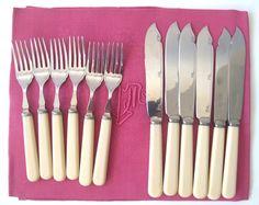 www.ruevintage74.com Set de cubiertos pescado de plata inglesa de los años 20 para 6 persones.  Material: Electroplated Nickel...