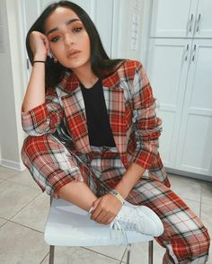 Youtubers, Plaid, Poses, Outfits, Fashion, Dresses, Love, Feminine Fashion, Retro Clothing