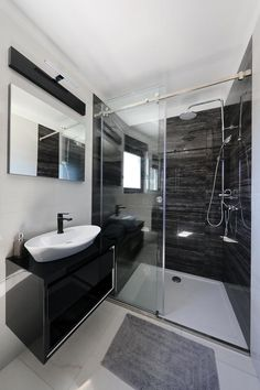 Featuring a seasonal outdoor swimming pool and free WiFi, Boutique Residence Cosmopolis 1 features accommodation in Bibinje. White Marble Bathrooms, Grey Bathrooms, Small Bathroom, Best Bathroom Designs, Modern Bathroom Design, Bathroom Interior Design, Home Office Setup, Master Room, Bathroom Renovations