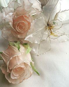 #Americanflower #rose #dipart #flower Nylon Flowers, Wire Flowers, Kanzashi Flowers, Paper Flowers, Plastic Bottle Flowers, Plastic Bottle Crafts, Plastic Bottles, Flower Crafts, Flower Art