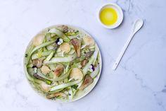 Of je dit nu maakt als bijgerecht bij een stukje vlees op de grill of op zich: deze frisse salade komt altijd tot zijn recht.