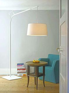 Fraumaiers Stehleuchte Tina präsentiert ihr ergiebiges Leuchten in aussagekräftigem Design. Designleuchten online kaufen bei Designort Licht + Leuchten!