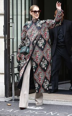 Celine Dion wears blossoming floral coat in Paris Celine Dion, Celebrity Outfits, Celebrity Look, Drape Skirt Pattern, Modest Fashion, Fashion Outfits, Looks Style, Coats For Women, Winter Fashion