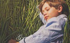 Fotografía de comunión diferente, fotógrafos de comunión en Castellón, fotos de comunión en exteriores, fotografía de comunión en estudio. Ranch Exterior, Exterior Paint, Communion, Beauty Of Boys, Moda Kids, Exterior Cladding, Beach Photos, Beautiful Boys, Improve Yourself