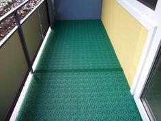 Balkonbelag mit Bergo ROYAL in grasgrün und Expansionsleiste Rugs, Home Decor, Patio, Flooring Tiles, Homes, Farmhouse Rugs, Decoration Home, Room Decor, Home Interior Design