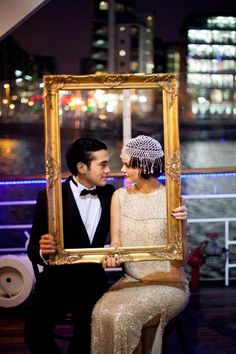the great gatsby wedding inspiration | wedding photo ideas | gold frame |