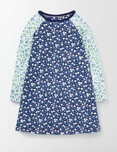 This jersey dress has a swingy shape that makes it super comfortable, whether you're picking flowers in the garden or playing games in the park. And the long sleeves will keep you nice and cosy, come rain or shine.