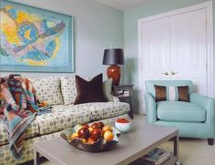 You can also opt for the pastel shade and combine it with brighter colors.