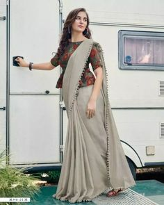 Keep yourself updated with the latest Kalamkari blouse designs Celebrity inspired designs to transform your traditional saree appearance to a modern. Kalamkari Blouse Designs, Sari Blouse Designs, Fancy Blouse Designs, Designer Blouse Patterns, Blouse Styles, Blouse Designs High Neck, Latest Blouse Neck Designs, Saree Wearing Styles, Stylish Blouse Design