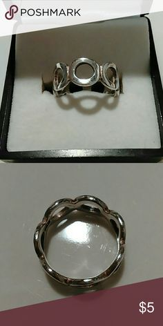 Stainless Steel Ring💖 Stainless steel ring. Size 5. Comes with gift box. Jewelry Brooches