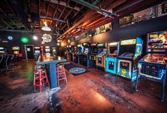 Coin-Op Game Room (Sacramento): Lively pub offering classic arcade games, a large beer selection, & pizza by the slice or pie. Old School Arcade Games, Arcade Game Room, Man Cave Arcade, Game Room Bar, Game Rooms, Bar Retro, Retro Arcade, Street Fighter, Photowall Ideas