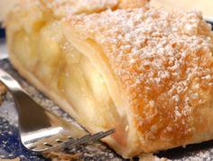 Zutaten    50 g  Butter  1 Stk Ei zum Bestreichen  1 Pk  frischer Blätterteig  30 g  Kristallzucker  30 g  Rosinen  200  g säuerl...