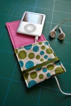 Got an iPod Nano? Need a pouch for it? - PURSES, BAGS, WALLETS - I've just done a tute HERE I decided to make a case for my new iPod Nano, to stop it from getting scratched in the depths of my handb Sewing Hacks, Sewing Tutorials, Sewing Crafts, Sewing Projects, Sewing Patterns, Sewing Ideas, Sewing Diy, Diy Projects, Diy Crafts