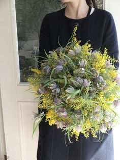 mimosa and fritillaria. This would make an awesome bouquet! Yellow Bouquets, Floral Bouquets, Wedding Bouquets, Beautiful Flower Arrangements, Floral Arrangements, Bridal Flowers, Beautiful Flowers, Ikebana, Deco Nature