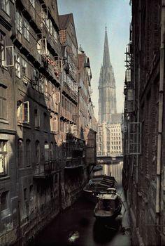 Hamburg, Germany. Sankt Nikolaus | weitergepinnt von der #Werbeagentur www.BlickeDeeler.de aus #Hamburger