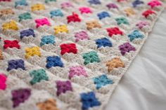 Simple two-round grannies - great way to use up scraps.   #crochet #granny_square
