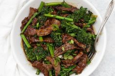 Healthy Beef and Broccoli - This take-out favorite is so easy to make at home and--BONUS--it's paleo, gluten free, and approved! // paleo beef and broccoli // beef and broccoli, low carb beef and broccoli // Healthy Beef And Broccoli, Broccoli Beef, Healthy Chinese Recipes, Healthy Dinner Recipes, Whole 30 Meal Plan, Clean Eating, Healthy Eating, Whole 30 Recipes, Beef Recipes