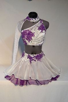 Current dancewear and good leotards, jazz, faucet and ballet trainers, hip-hop clothing, lyricaldresses. Hip Hop Outfits, Dance Outfits, Ballroom Dance Dresses, Ballroom Dancing, Dance Costumes Lyrical, Dance Leotards, Figure Skating Dresses, Ladies Dress Design, Costume Design