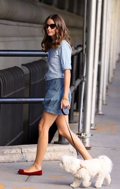 Olivia Palermo Out And About In New York Olivia Palermo & Johannes Huebl Olivia Palermo at New York Fashion Week Estilo Olivia Palermo, Olivia Palermo Lookbook, Olivia Palermo Style, Walking Poses, Fashion Night, Women's Fashion, Denim Top, Fashion Stylist, Minimalist Fashion