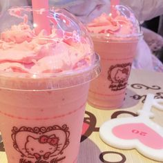 mintopeia: Hello Kitty strawberry smoothie yogurt💕💕💓🍓✨ (at Sanrio Hello Kitty House Bangkok) Japanese Snacks, Japanese Food, Japanese Candy, Aesthetic Food, Pink Aesthetic, Fred Instagram, Kawaii Dessert, Pink Foods, Indie Kids