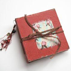 Blank sketchbook, one of a kind book, white notebook, Watercolour Sketchbook, wedding guest book. Alizarin red. 16x15 cm. de SevenMemoriesBookArt en Etsy