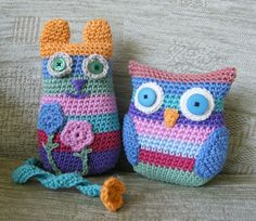 A little while ago I came across a delightful stripy cat crochet pattern - 'Caity Cat' by Janette Williams http:& Owl Crochet Patterns, Crochet Owls, Owl Patterns, Crochet Home, Crochet Motif, Crochet Animals, Diy Crochet, Crochet Crafts, Crochet Baby