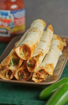 Baked Chicken and Spinach Flautas Yum this sounds good. I love flautas but don't need the fried food. Food For Thought, Think Food, I Love Food, Good Food, Yummy Food, Baked Chicken, Chicken Recipes, Healthy Chicken, Poached Chicken