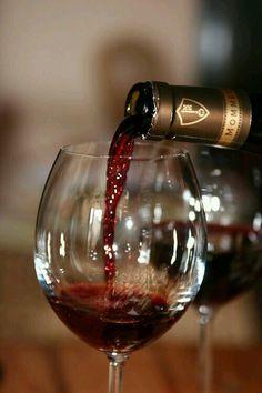 Copa de vino tinto                                                                                                                                                     Más