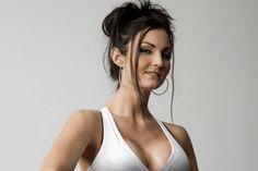 ¡Ponte en marcha para hacer unas cuantas repeticiones de estos ejercicios de pecho para mujeres, y presume de escote todo el año!¿Quién dijo que es necesario recurrir a la cirugía para tener un pecho firme y en su sitio? Se podría decir que es la forma más rápida de conseguirlo pero no la más económica, segur
