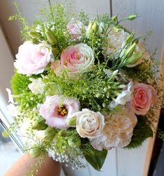 Bouquet de mariée champêtre chic rose blanche lisianthus oeillet gypsophile mariage chic
