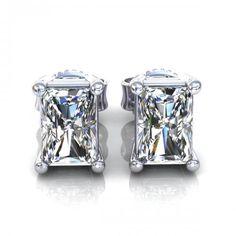 0.25CT radiant cut diamonds stud earrings