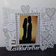 Porta retrato Love personalizado. Exclusivo do Ateliê D'Luxo.  #portaretrato #foto #ateliê #ateliedluxodifusora #ateliedluxo #decoracao #decor #amor #love #namorados #casal