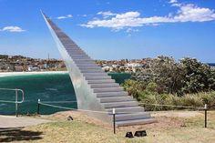 Escalier vers l'infini Enfin une sculpture urbaine qui a du sens...