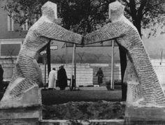 1673 1962/11/14 F: Onbekend Monument Haussestraat Het beeldje is gemaakt door de Berlijnse beeldhouwster Hilde Leetz