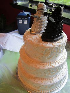 Doctor Who dalek wedding cake toppers. Pretty Cakes, Beautiful Cakes, Amazing Cakes, Cupcakes, Cupcake Cakes, Dalek Cake, Dr Who Cake, Doctor Who Cakes, Doctor Who Wedding