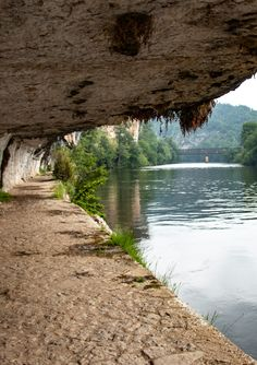 Do you love paddleboarding? We are creating a great resource for anyone interested in this amazing sport! Places Worth Visiting, Walking Routes, Rando, Dordogne, Aquitaine, Walkabout, France Travel, Amazing Nature, Belle Photo