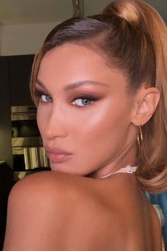 Un simple peinado transformó a Kylie Jenner en la doble de Bella Hadid Maquillage Kendall Jenner, Kylie Jenner Makeup, Goth Makeup, Beauty Makeup, Hair Makeup, Clown Makeup, Make Up Looks, Bride Makeup, Girls Makeup