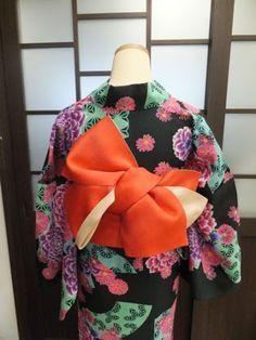Only orange ori Traditioneller Kimono, Kimono Japan, Kimono Fabric, Japanese Kimono, Culture Clothing, Kimono Design, Japanese Costume, Traditional Kimono, Web Design
