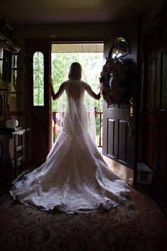 We love this #bridal photo by Paul Meyer Photography. #wedding