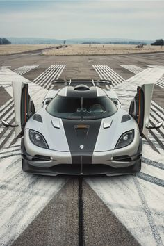 The Koenigsegg One:1 Is Sweden's 280 MPH Carbon Fiber Hypercar