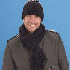 Knit this hat and scarf set using Caron United yarn.