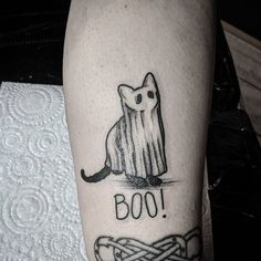 halloween tattoos for a statement of this Halloween statement . -Best halloween tattoos for a statement of this Halloween statement . Tattoo Geek, Diy Tattoo, Tattoo Ideas, Tattoo Cat, Halloween Date, Halloween Nails, Cute Halloween Tattoos, Spooky Halloween, Vintage Halloween