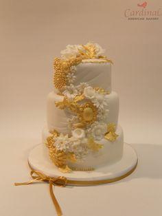 Gold cascade flower cake / Cascada dorada de flores