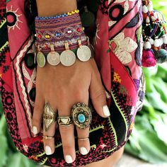 American Hippie Bohemian Boho Style ~ Jewelry - Women's Fashion For You Hippie Style, Look Hippie Chic, Ethno Style, Look Boho, Hippie Bohemian, Gypsy Style, Boho Gypsy, Bohemian Jewelry, Bohemian Style