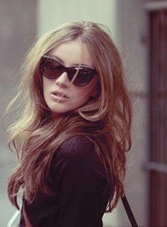 love this look! the hair, color and sunnies