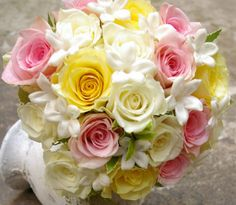 pink and yellow wedding flowers...so cute!