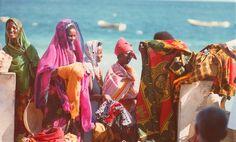 vintagesomalia:  Somali beach girls Mogadishu, 1979. Ph: David Bridgen