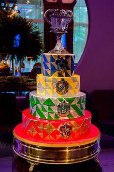 Festa de 15 anos que aconteceu no IF Espaço Múltiplo com tema do #HarryPotter -- #bolo