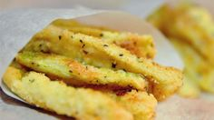 Low Carb Zucchini Fries, recipe, Preheat oven to 425 degrees F degrees C). Line a baking sheet with parchment paper.Cut zucchini into lengths, then cut each piece into 9 fries. Place zucchini fries into a colander and sprinkle with salt. Zucchini Pommes, Bake Zucchini, Zucchini Chips, Zucchini Pancakes, Low Carb Recipes, Cooking Recipes, Healthy Recipes, Diabetic Recipes, Low Carb Zucchini Fries