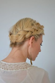 Boho Crown Braid - Rainy Day Hairstyles If you haven't noticed yet, braids are pretty much your hair's white knight — there to save you when the big, black clouds attack. Braided Hairstyles Updo, Easy Braided Updo, Hairstyles With Bangs, Pretty Hairstyles, Braided Crown, Updo Hairstyle, Ombre Hair, Rainy Day Hairstyles, Medium Hair Styles